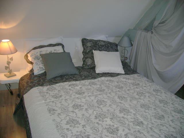 chambre lit 140 chambre parentale