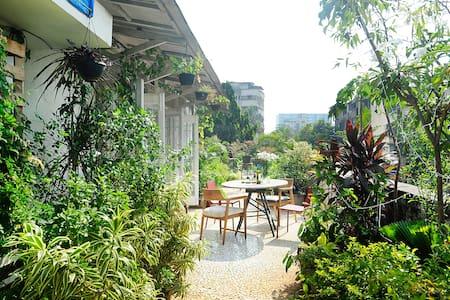 Spacious terrace apartment in Juhu - Mumbai - Lejlighed