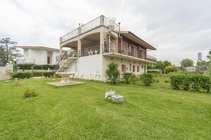 Traditional Holiday Home in Fontane Bianche with Pool
