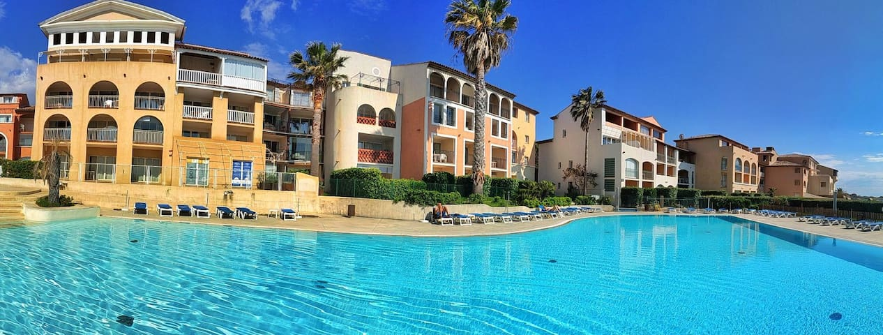 Superbe appartement piscine 50m plage neuf