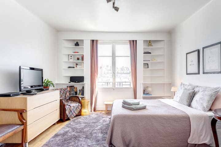 TOUR EIFFEL SUITE WITH GREAT VIEWS