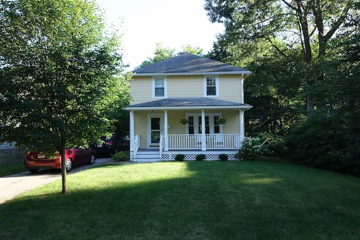 Charming 3BR Home in Wellesley - Car available