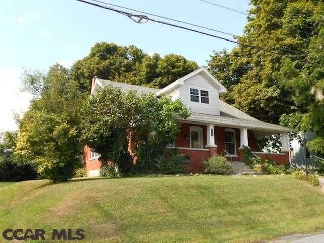 Close to everything - 2 miles from campus!