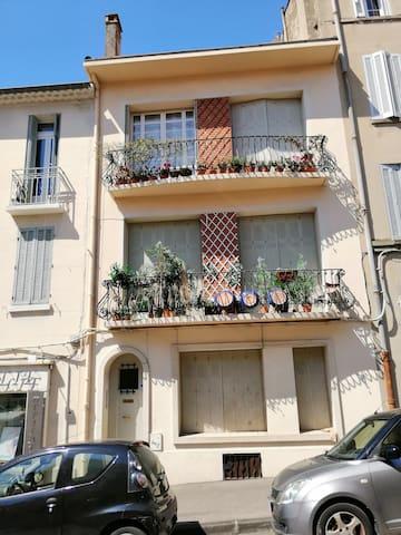 Façade provençal, charmant studio au rez de chaussée