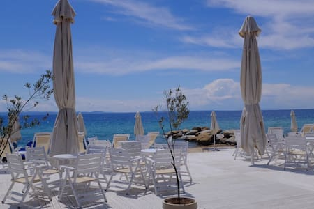 Family House 40m from the beach - Νικήτη