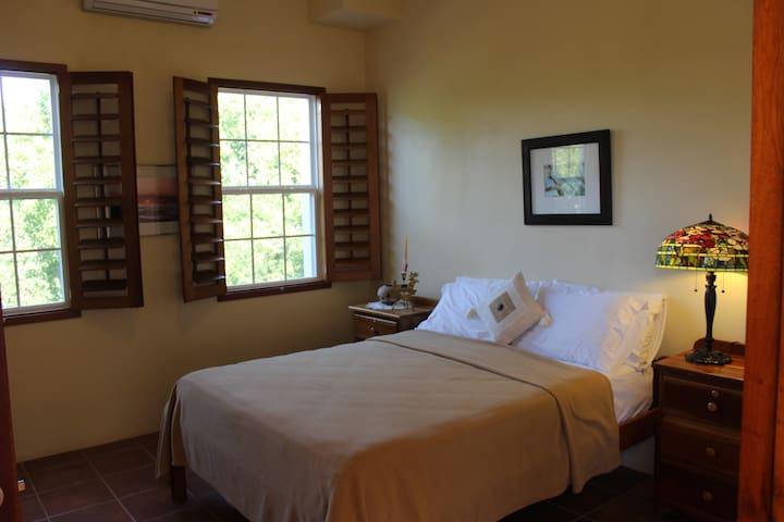 The Crimson Orchid Inn, Room 6