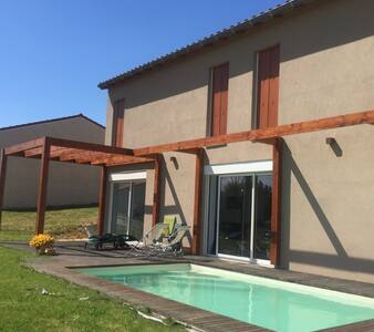 Grande villa neuve avec piscine - Mâcon