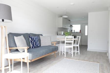 2 Bedrooms Fully Renovated next to Polzeath Beach