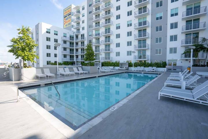 # 926 + 2bedroom in the sky with Pool