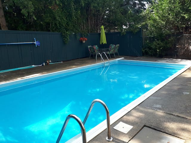 Brand New Bright, Bsmt.Studio Apt with Shared Pool