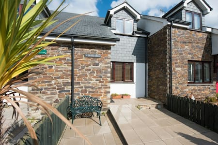 Archies Place in the heart of St Issey, nr Padstow - Churchtown