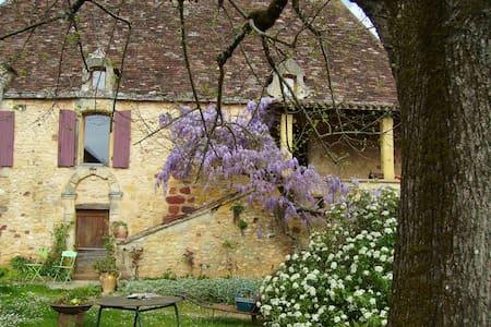 Dans la douceur des paysages de Dordogne - Sagelat - Hus