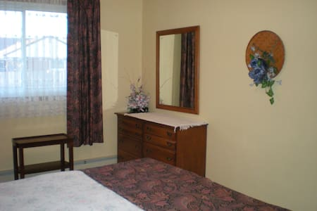B&B - Charming  Queen Room - Welland