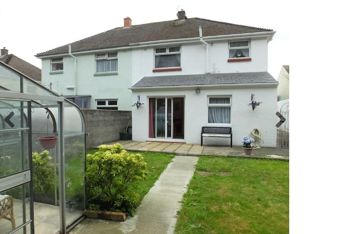 45 Coombs Drive, Milford Haven