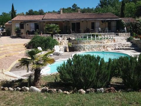 LouParadisen: maison au calme et piscine à Varages