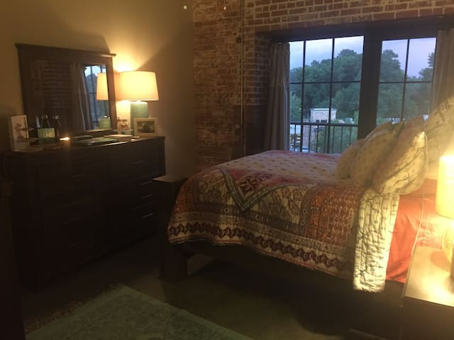 Historic Mills Mill Loft Condominium - Greenville - Kondominium