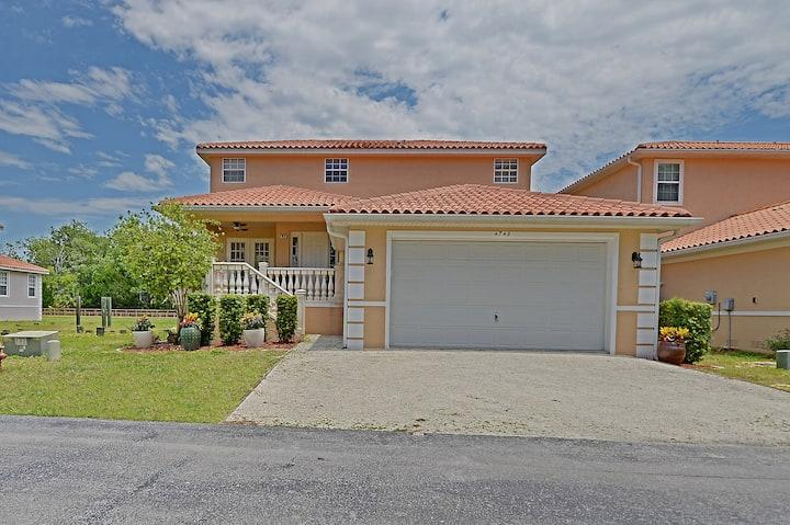 4BR, 3.5 BA Waterfront Villa at TradeWinds 103