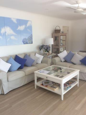 Peaceful Eclectic Modern Gold Coast Villa