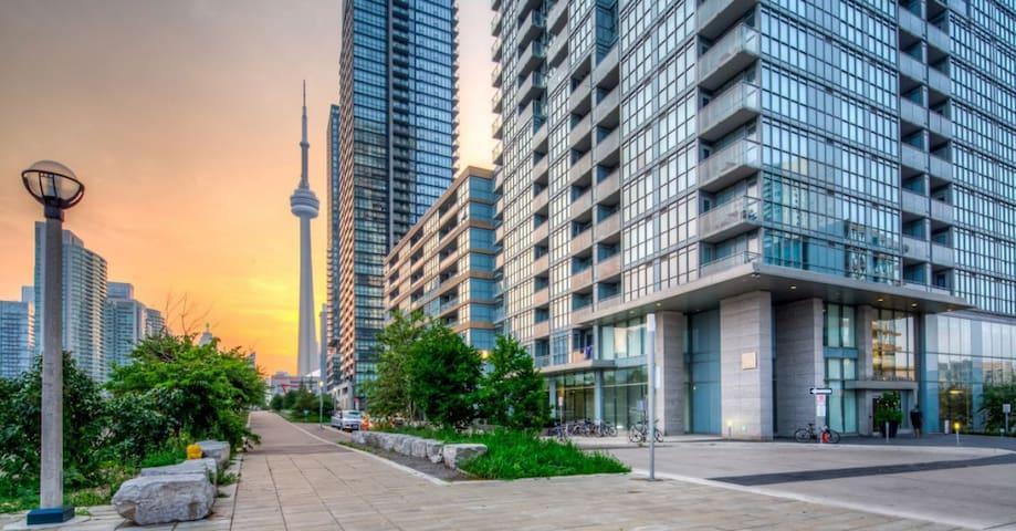 Spacious & Clean in an Ideal Location - Toronto - Apto. en complejo residencial