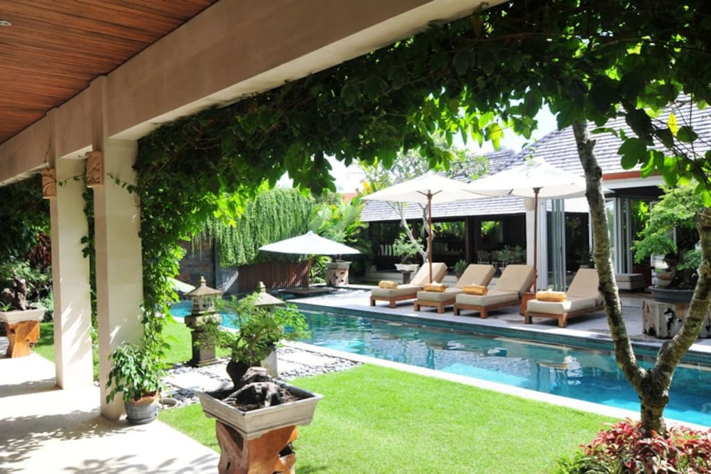 Tenang - 5 Bedroom Villa, Book 4 Bedroom, sleeps 8 guests