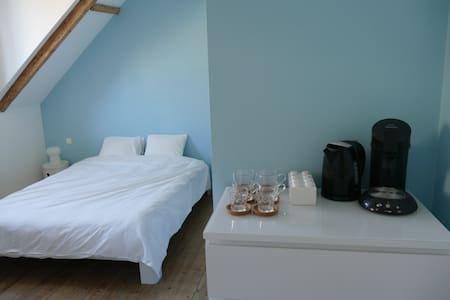 Spacious room with private bathroom - Sint-Gillis