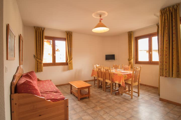 COM330M : Apartment in quiet area near the free shuttles and the swimming-pool