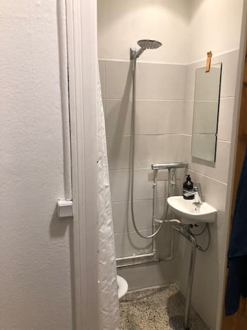 Our small and very classic CPH bathroom :-)