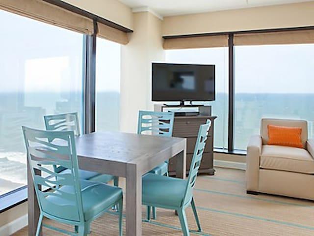 dining area. with panoramic views.