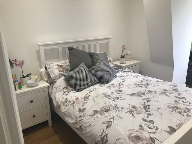Bright double room in modern flat -great location!