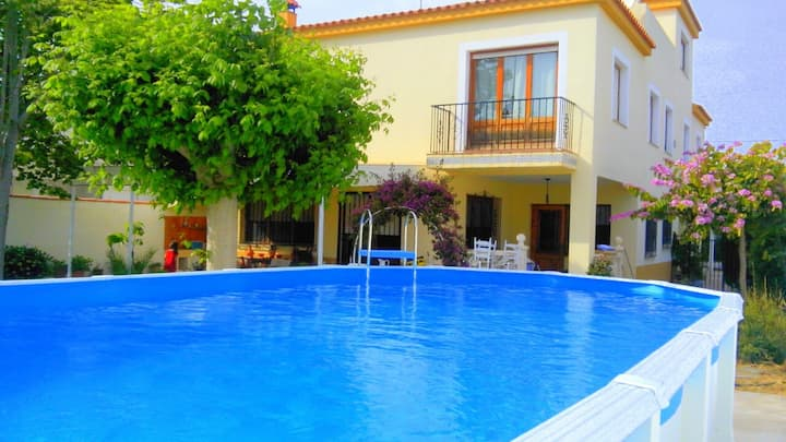 Espectacular chalet con piscina.