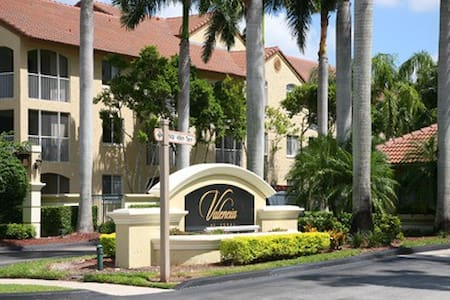 Cozy room with bathroom and parking - Doral - Townhouse