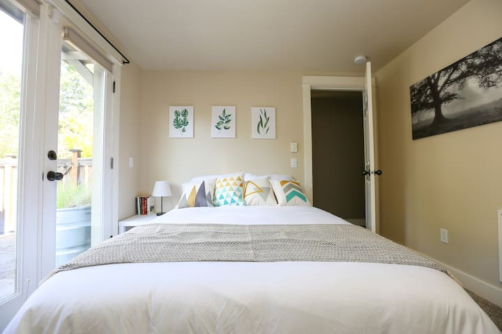 Cozy Suite By Judkins Park! Minutes to Downtown
