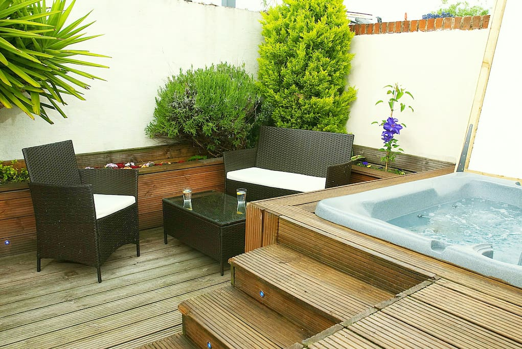 Garden sitting area and hot tub