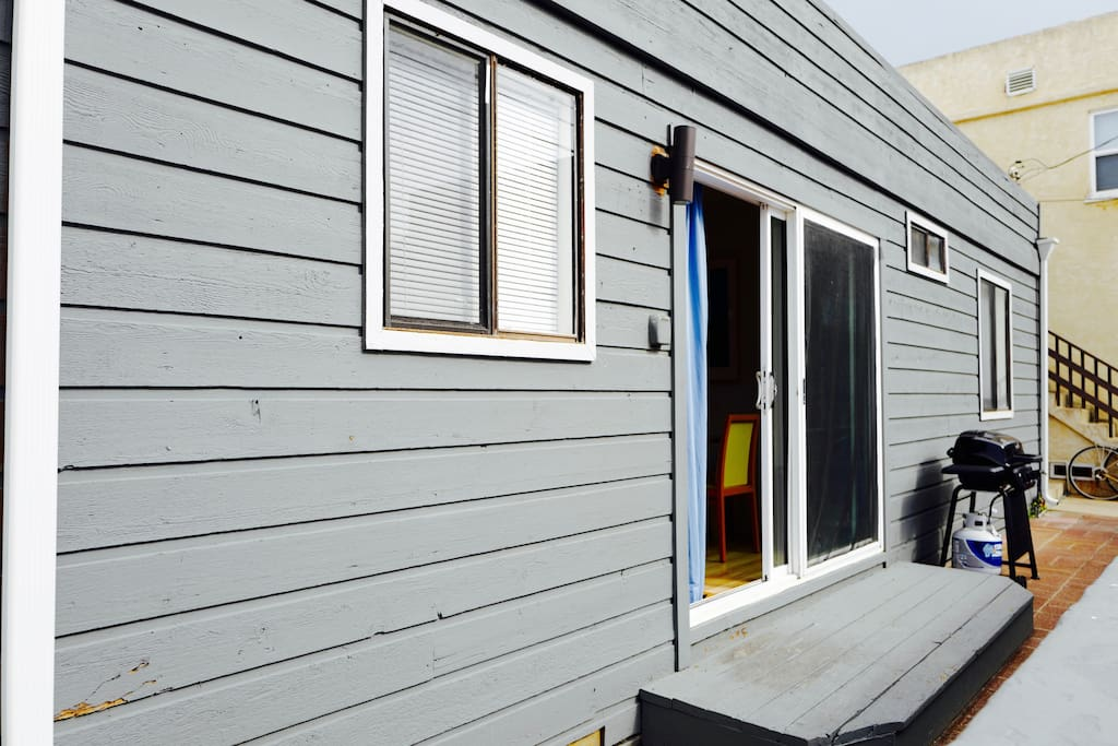 Surf ready beach cottage with small front patio and BBQ!