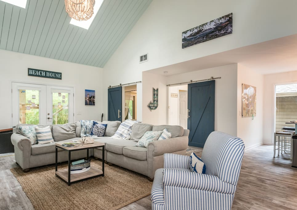Gorgeously renovated 4 BR, 3 BA with private heated pool (seasonal) and swim up bar. Enjoy a quick bike or walk to beach, convenient to South Beach Marina and Sea Pines.