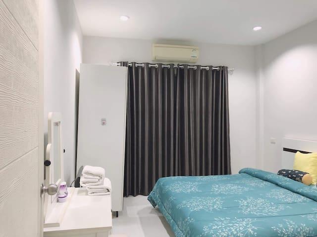 Sleep jeed jad Bang Saen (back room)