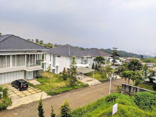 Villa Golf Syariah, 4 BR, Nice View to Golf Course