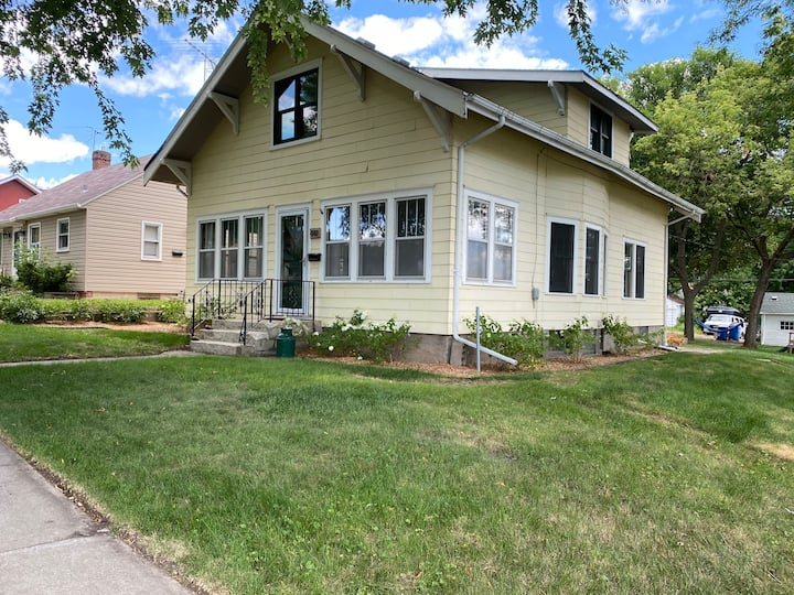 Charming home walking distance to downtown & lake