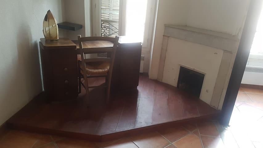Chambre single dans grand appart