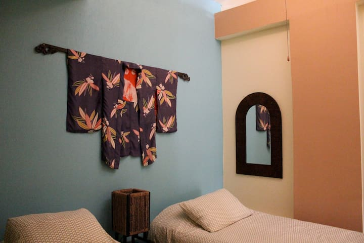 second bedroom with 2 twin beds.