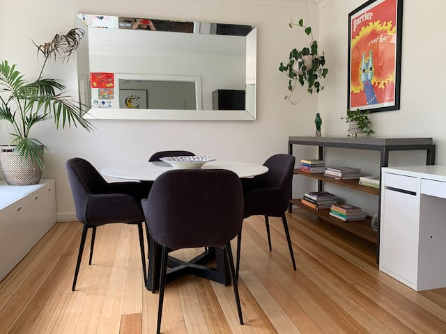 Large 2 Bedroom Apartment in St Kilda East
