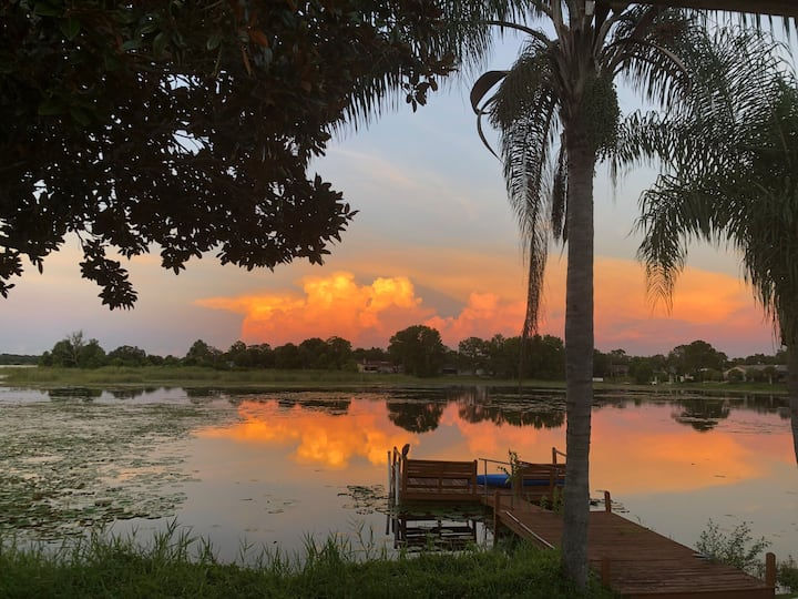 Charming Lake Escape! Minutes from Weeki Wachee