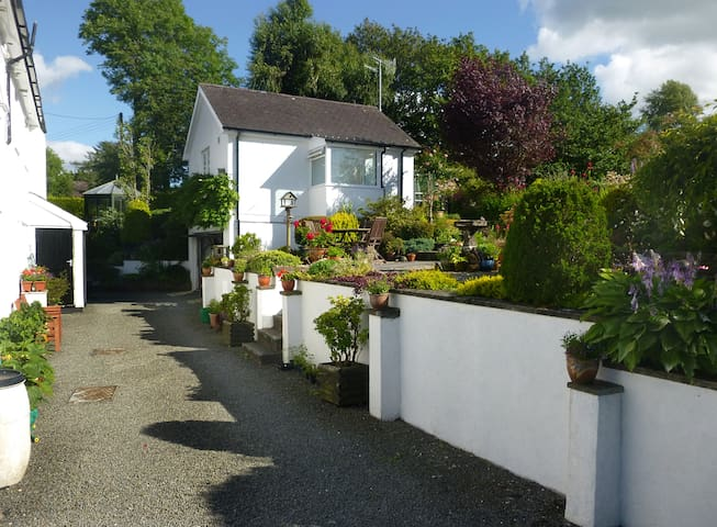 Comfortable Accomodation in Devil's Bridge - Pontarfynach - Apartment