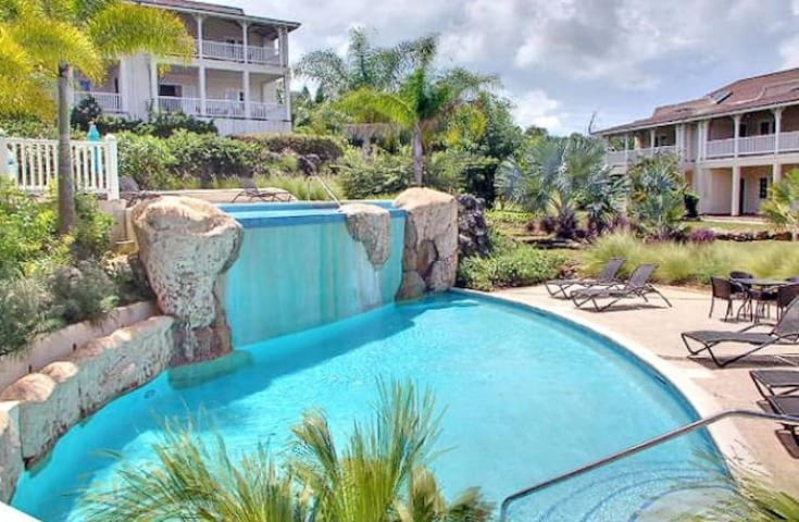 Elegant 2 bedroom Apt, Hideaway with 2 pools