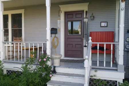 Quaint room in Waterbury Village - Waterbury - Hus