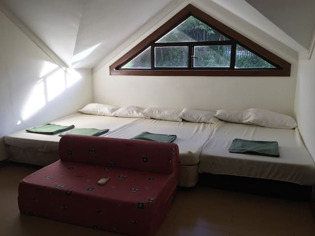 5b house for rent at crosswinds tagaytay - Bacoor - Dům