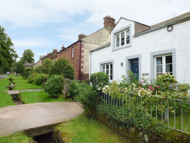 CARWOOD, pet friendly, with open fire in Dufton, Ref 929215