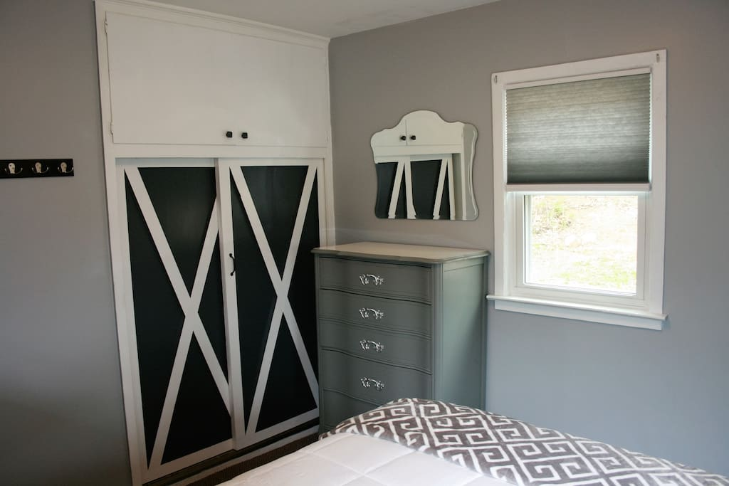 Barn doors on the closet, mid-century dresser and night stand, and a comfy queen bed will lull you to sleep.