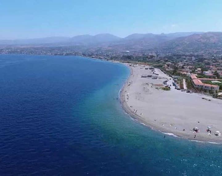 Villa a Punta Pellaro a 100 mt dalla spiaggia