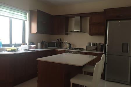 Leanne`s cozy home - Ħal Qormi - 公寓